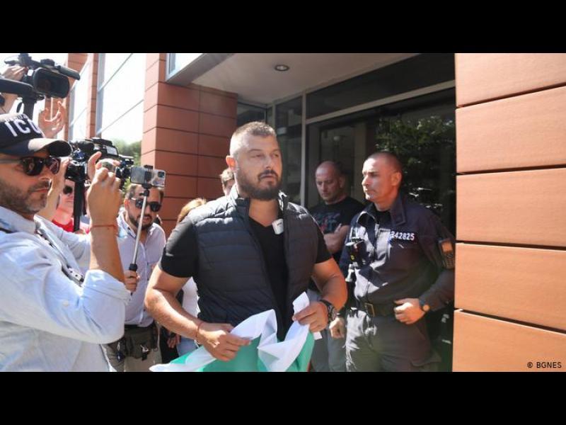 Контрапротестите: защо на сцената излезе и Бареков