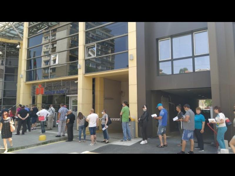 Бедна България е в Топ 5 на ЕС по брой чиновници