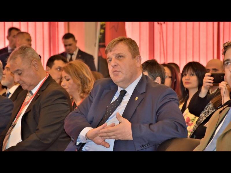 Каракачанов обвини ЕП, че налага антихристиянски ценности като изпраща писмени въпроси до българсктите институции
