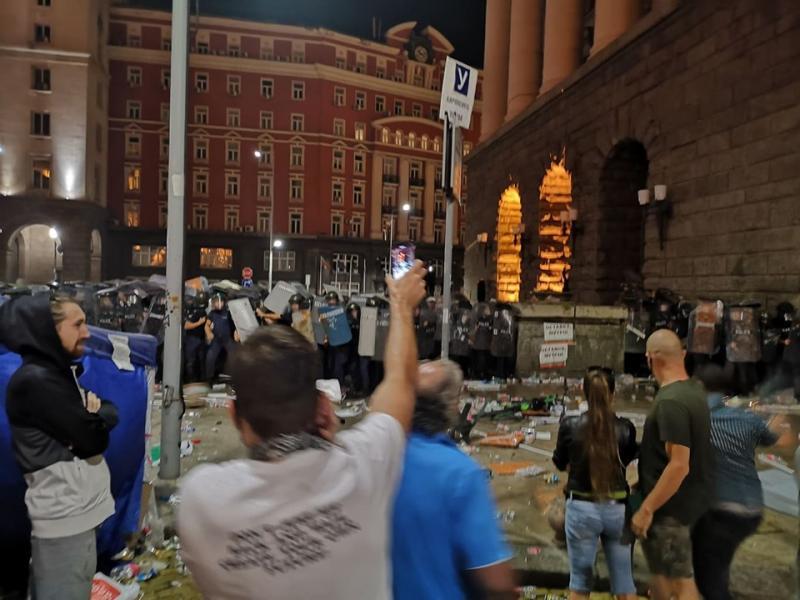 Полицията пак премахна блокадите на Орлов мост и пред Ректората