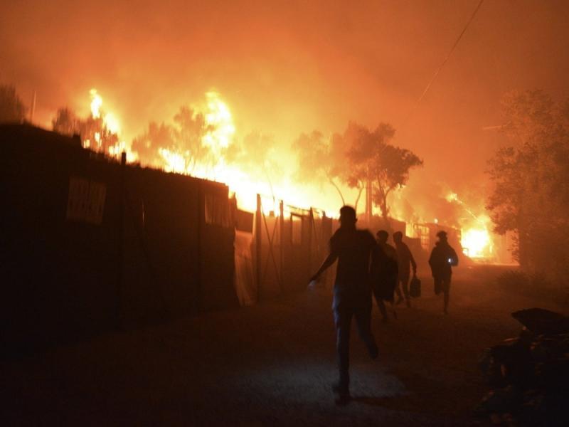 Големият мигрантски лагер Мория на Лесбос унищожен от пожар