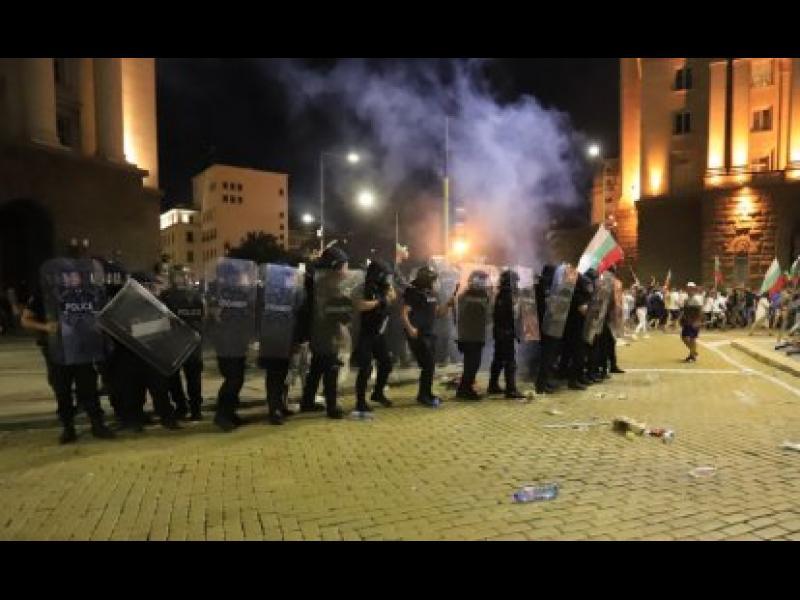 """Никой в МВР не е виждал """"взривните устройства"""" на протестиращите"""