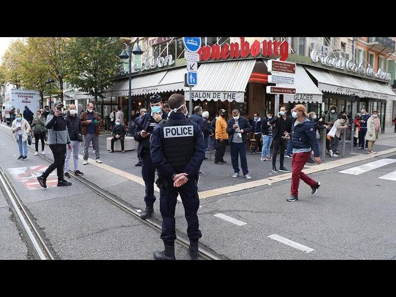 Нови атаки срещу Франция: Нападения с нож във френското консулство в Саудитска Арабия и в Авиньон