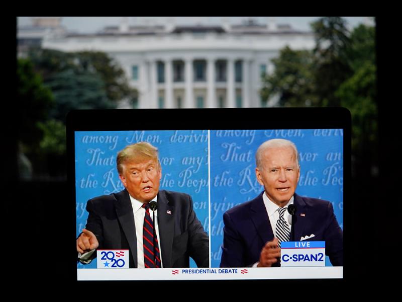 Прекъсват микрофони по време на последния диспут между Тръмп и Байдън