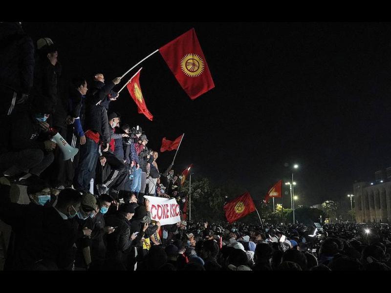 Гневна тълпа превзе парламента в столицата на Киргизстан