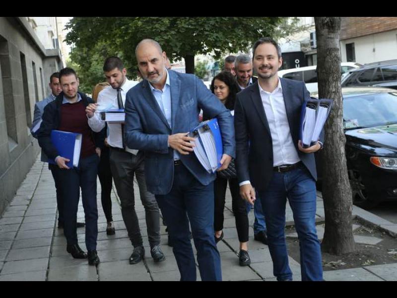 Съдът мълниеносно регистрира партията на Цветанов още в залата