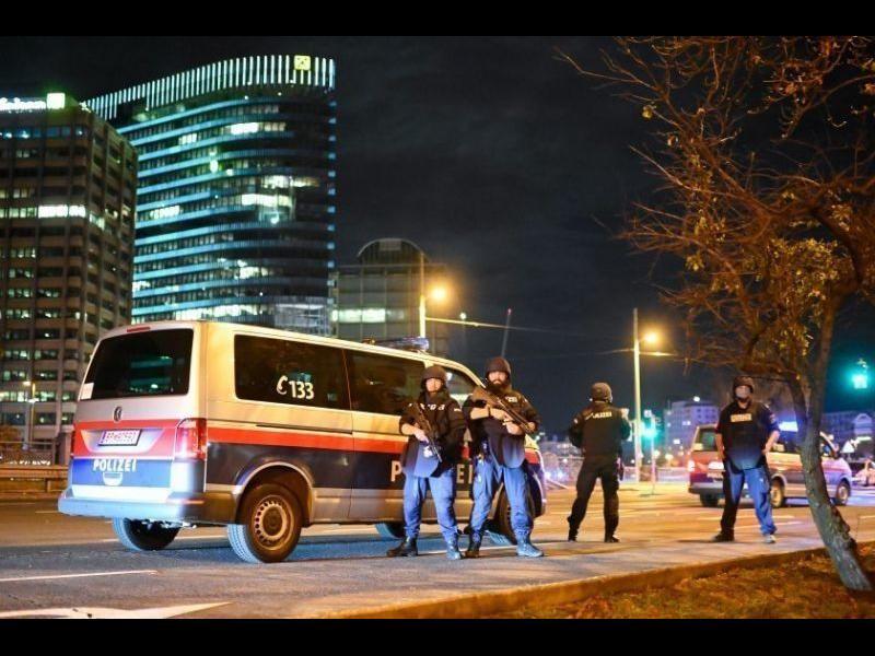Атентаторът във Виена бил свързан с ислямисти в Швейцария и Германия