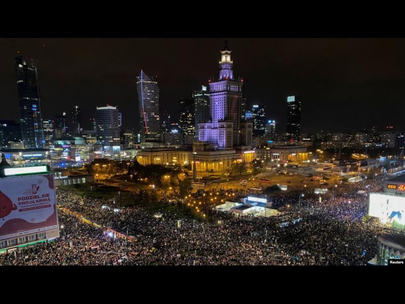 Как Полша стигна до най-масовите протести от 1989 г. насам