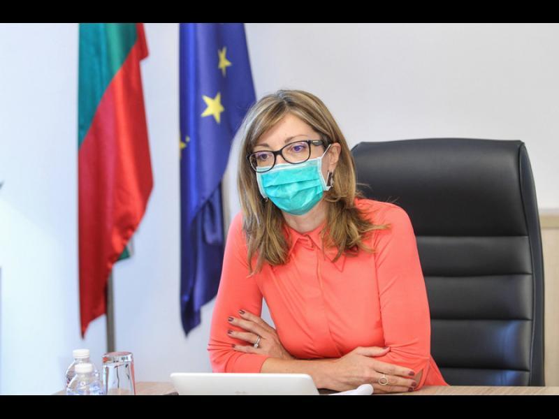 Захариева: Скопие се надяваше, че някой ще извие ръцете на България