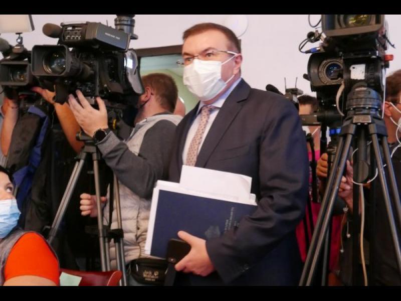 Здравният министър: Ново затваряне ще изкара хората на улицата
