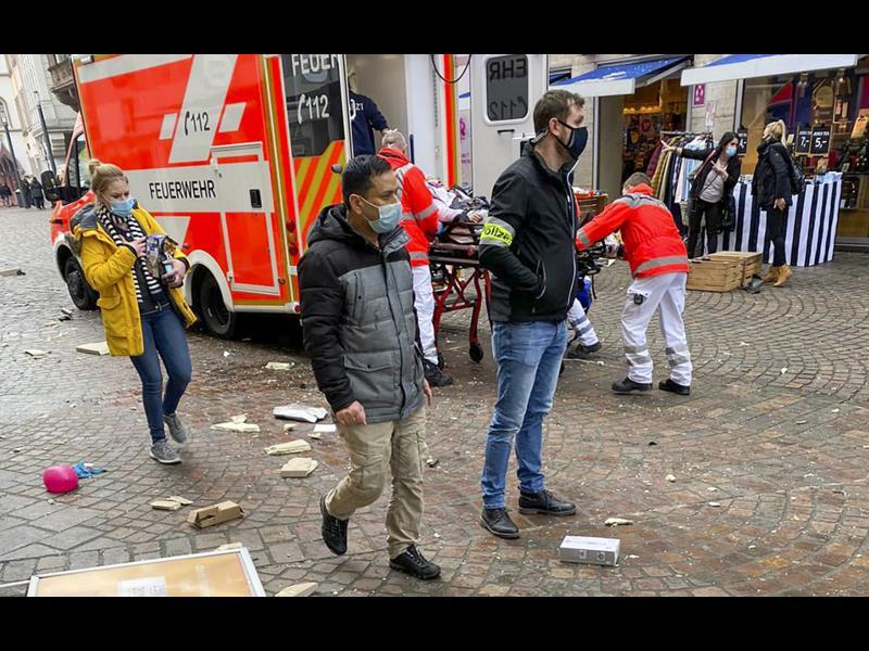 Кола се вряза в пешеходци в германския град Трир - четирима, сред тях и дете, са убити (допълнена)