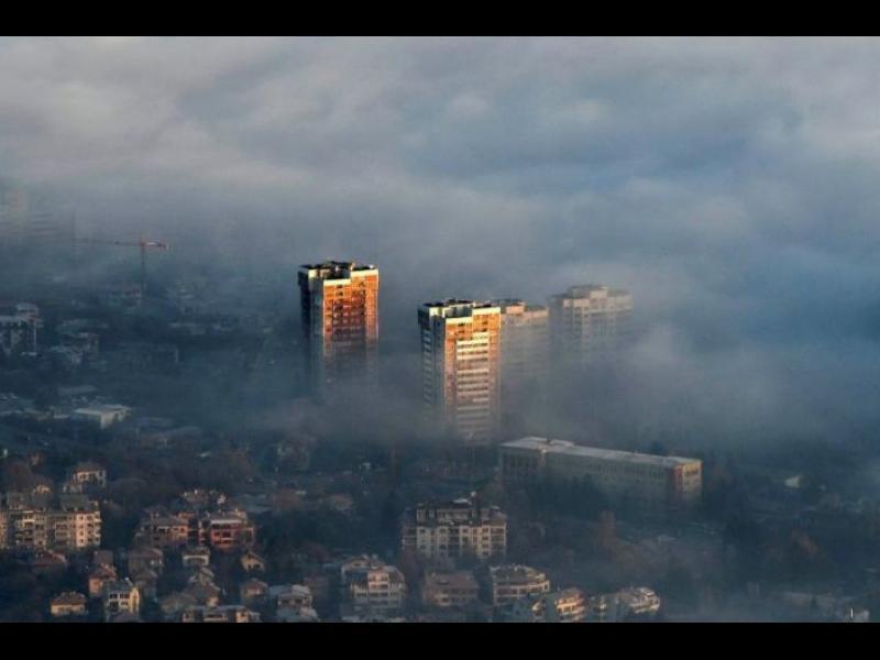 AFP: Мръсният въздух поставя ударената от COVID-19 България пред огромен риск