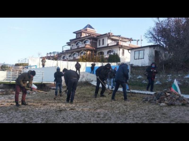 """Акция по премахване на тревата от плажната ивица в парк """"Росенец"""""""
