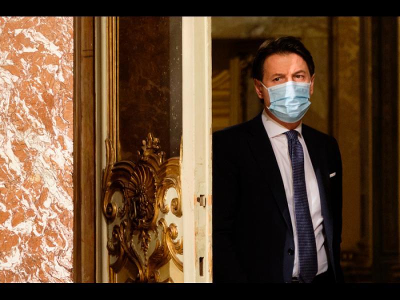 """Конте подава оставка. Хвърля Италия в """"пилотирана"""" правителствена криза"""