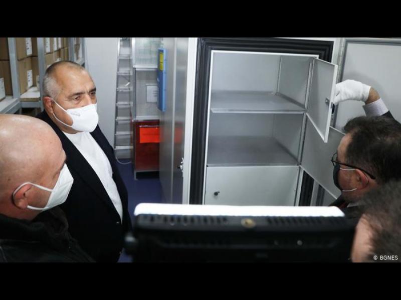 Ваксинацията: колосално сложна задача за страна като България