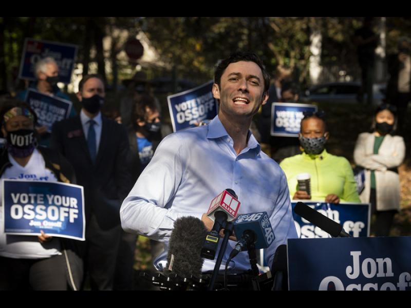 Демократите - на крачка от контрол върху Сената. Тежък удар за Тръмп