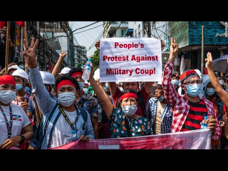 Протестите в Мианма се засилват, започват арести