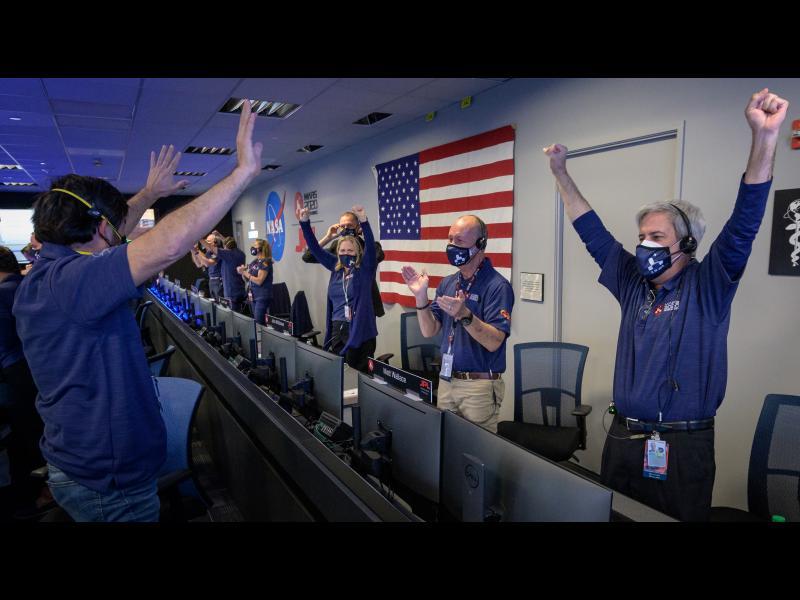 Марсоходът на НАСА кацна успешно на Марс - картинка 1