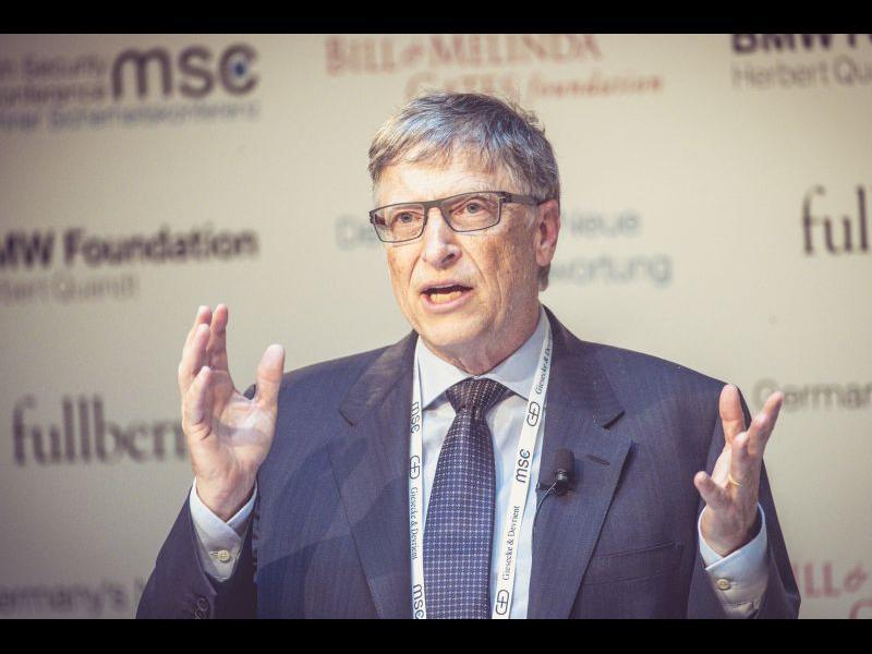 Бил Гейтс: Справянето с COVID кризата ще е лесно от борбата с климатичните промени