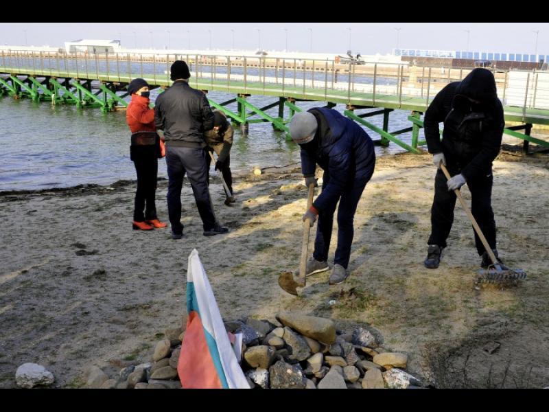 Окончателно: на Росенец има плаж, не естествено самозалесила се територия
