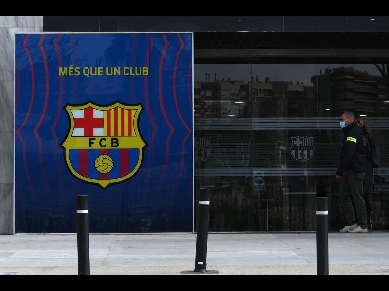 """Полиция нахлу в офисите на """"Барселона"""""""