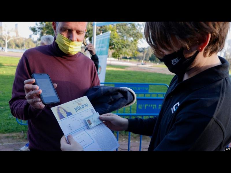 Зелени пропуски или ваксинационни паспорти: как, кога и къде ще действат