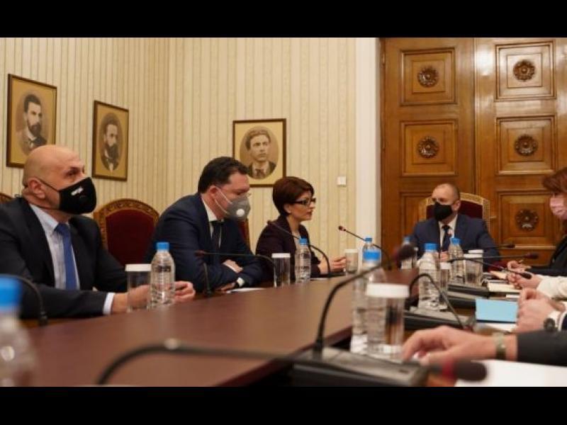 Kонсултации при президента на всички партии от НС днес