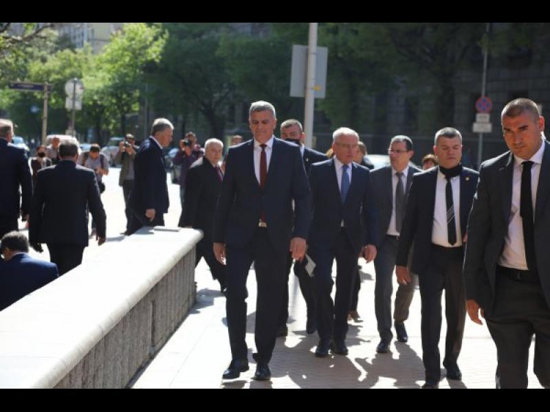 Борисов се скри и при предаването на властта