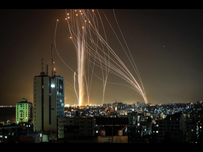 Ракетната война между Израел и Хамас ескалира