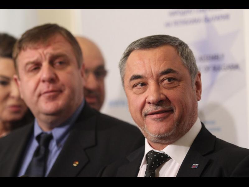 """Поредна """"патриотична"""" метаморфоза: ВМРО, НФСБ и КОД пробват заедно"""