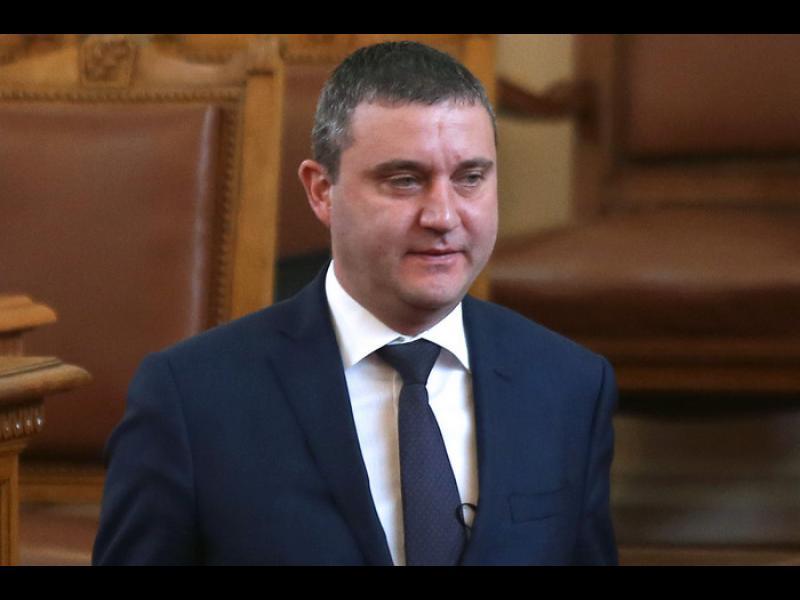 НАП проверява Владислав Горанов заради имоти на фирмата му - картинка 1