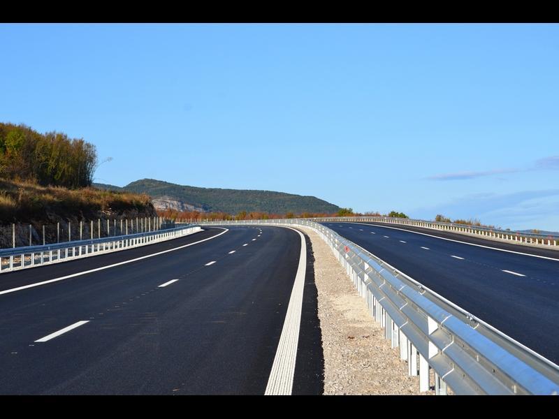 """Кой всъщност строи пътища вместо държавната """"Автомагистрали""""?"""