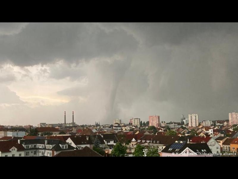 Най-малко 150 ранени при торнадо в Чехия