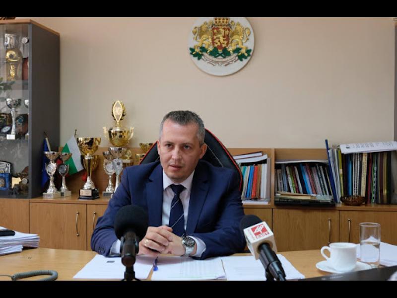 Освободен е и шефът на Главна дирекция Национална полиция