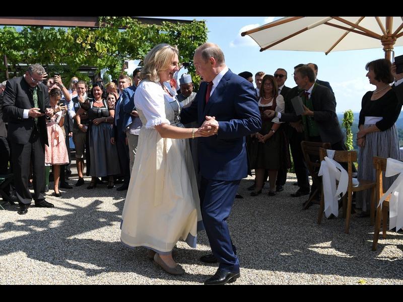 """Бивша външна министърка на Австрия стана директорка в """"Роснефт"""""""