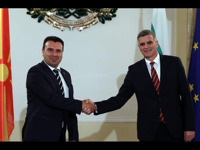 Заев в София: Ще впишем българите в конституцията