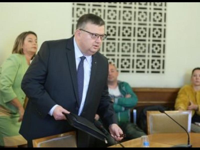 Антикорупционният фонд зададе три неудобни въпроса на Цацаров - картинка 1