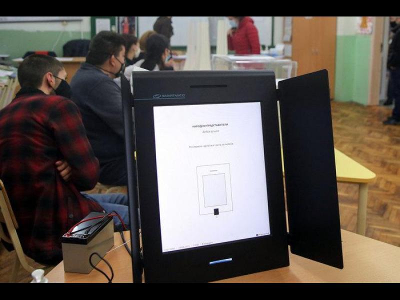 """ЦИК поръчва още 1637 машини за вота. Ще ги достави """"Информационно обслужване"""" - картинка 1"""