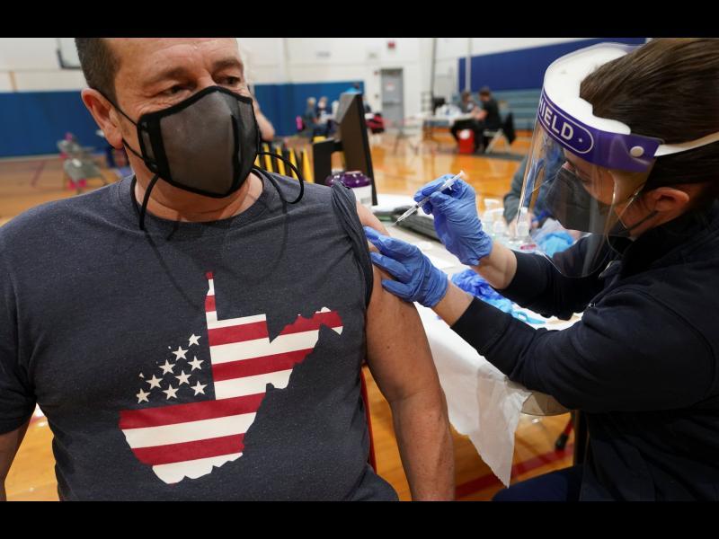 По 100 долара на всеки американец, който се ваксинира срещу COVID-19