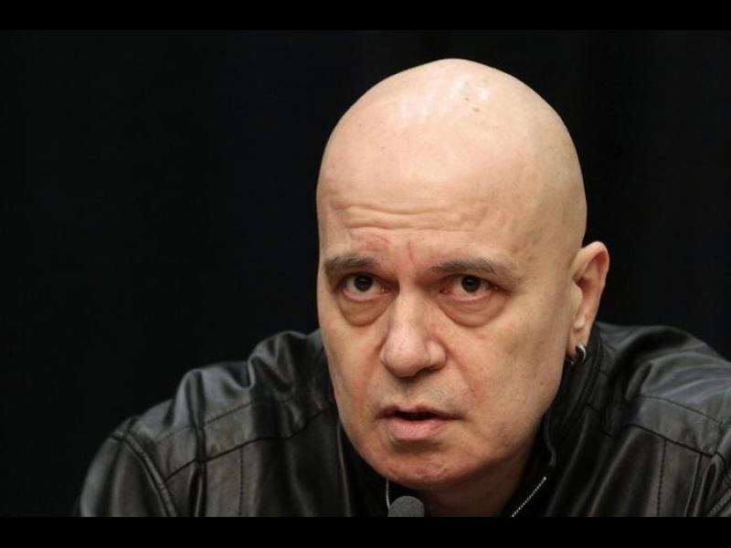 Слави Трифонов оттегля Николай Василев