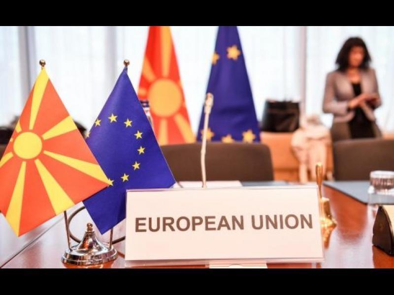 Парламентът в Скопие прие резолюция, която забранява да се оспорват македонския език и народ