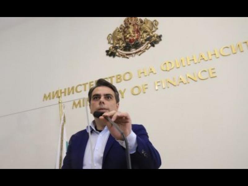 Асен Василев не може да открие шефа на финансовата инспекция, за да го уволни
