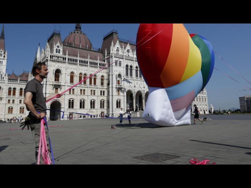 Унгария и Полша заплашени със санкции за дискриминация на ЛГБТ