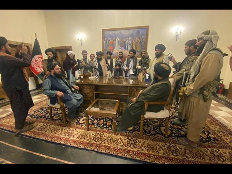 Талибаните обявиха пълен контрол над Афганистан