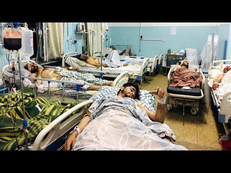 Поне 95 са жертвите след атентата в Кабул вчера