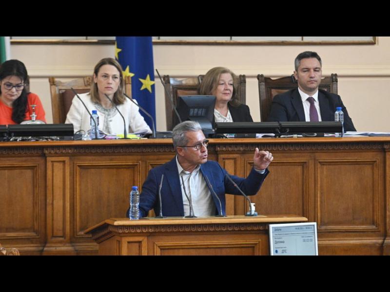 ГЕРБ и ДПС останаха сами в искането парламентът да проверява Рашков за предизборен натиск
