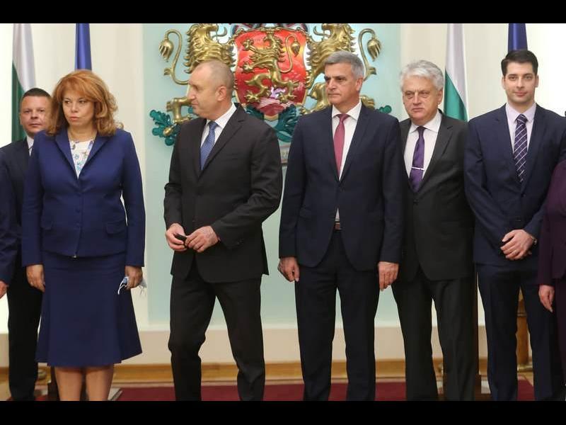 Радев към министрите: Ще ви организират компромати