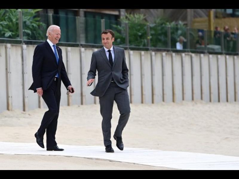След разговор с Байдън Макрон реши да върне френския посланик в САЩ - картинка 1