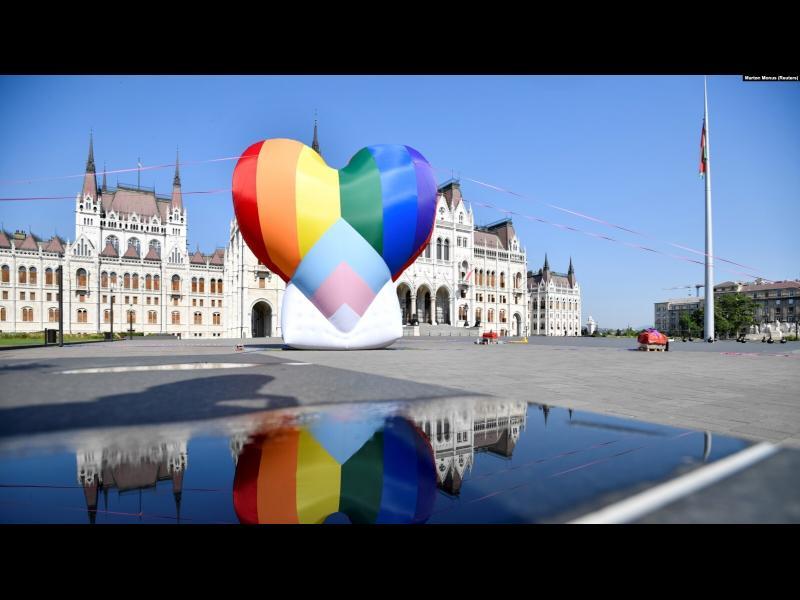Европарламентът призова всички в ЕС да признават еднополовите бракове - картинка 1