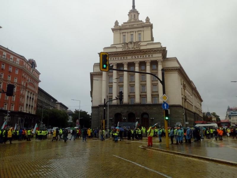 """Протест на """"пътищарите"""" блокира София, искат оставката на Комитова - картинка 1"""
